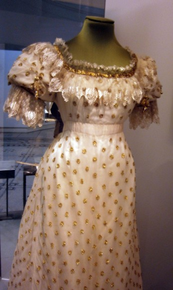 Ball dress 1820-25 V&A museum London